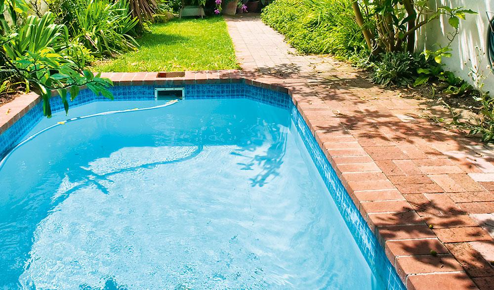 Bazén po zimě: Jak připravit venkovní bazén na novou sezónu?
