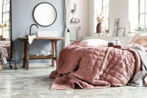 Hrátky s textiliemi: Jak díky nim dodat interiéru vřelost, energii, nebo naopak klid