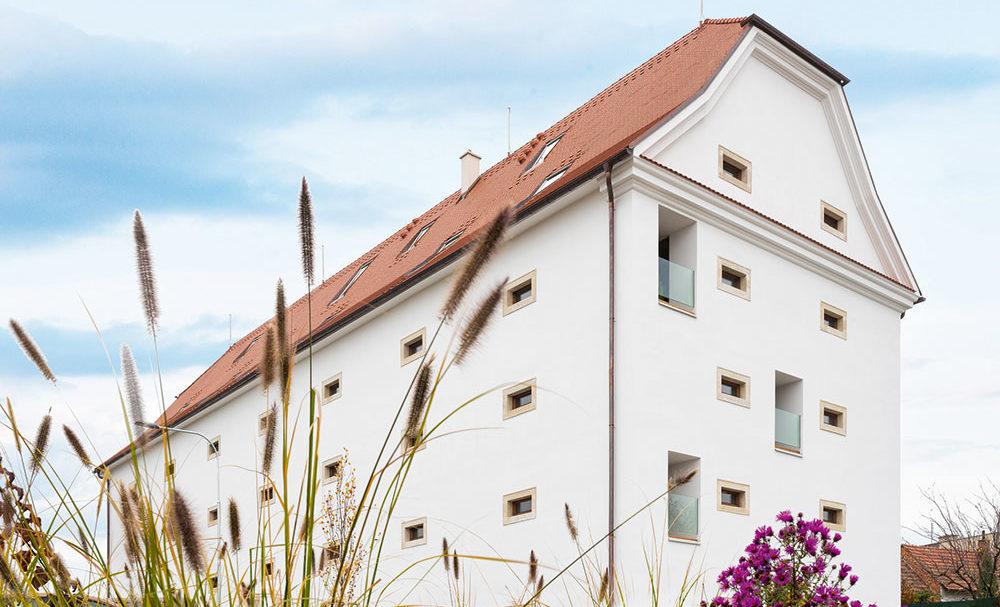 Bydlení v barokní sýpce z 18. století nedaleko Brna