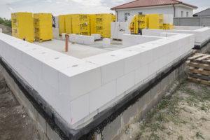 Jak správně založit stavbu (nejen) z pórobetonu?