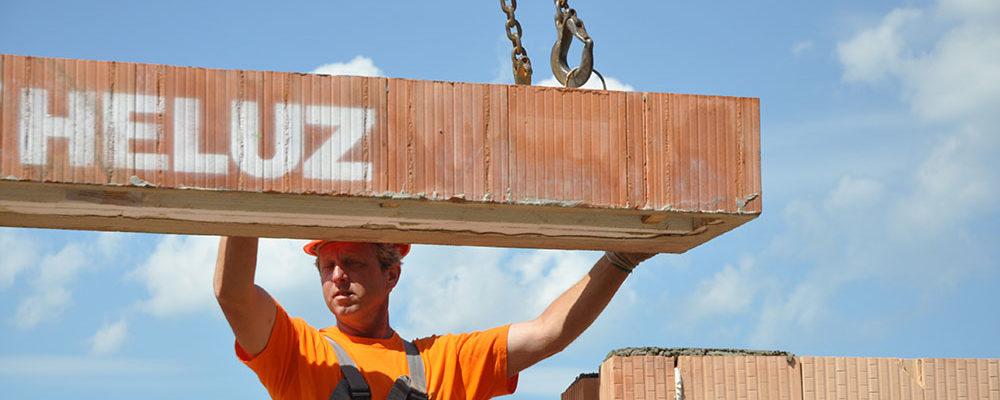 Společnost HELUZ pomáhá stavebníkům v současné obtížné situaci