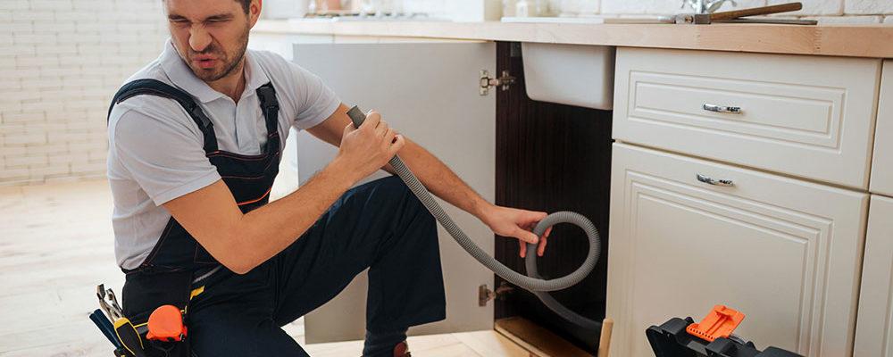 Trápí vás zápach z odtoků a kanalizace? Víte, jak si pomůžete?