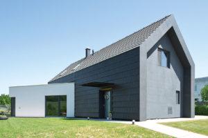 Unikátní fasáda domu z keramických tašek