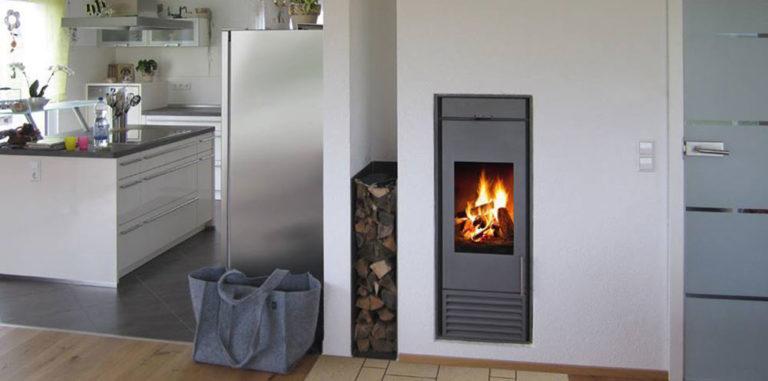 I v malém domě se můžete ohřát u krbu