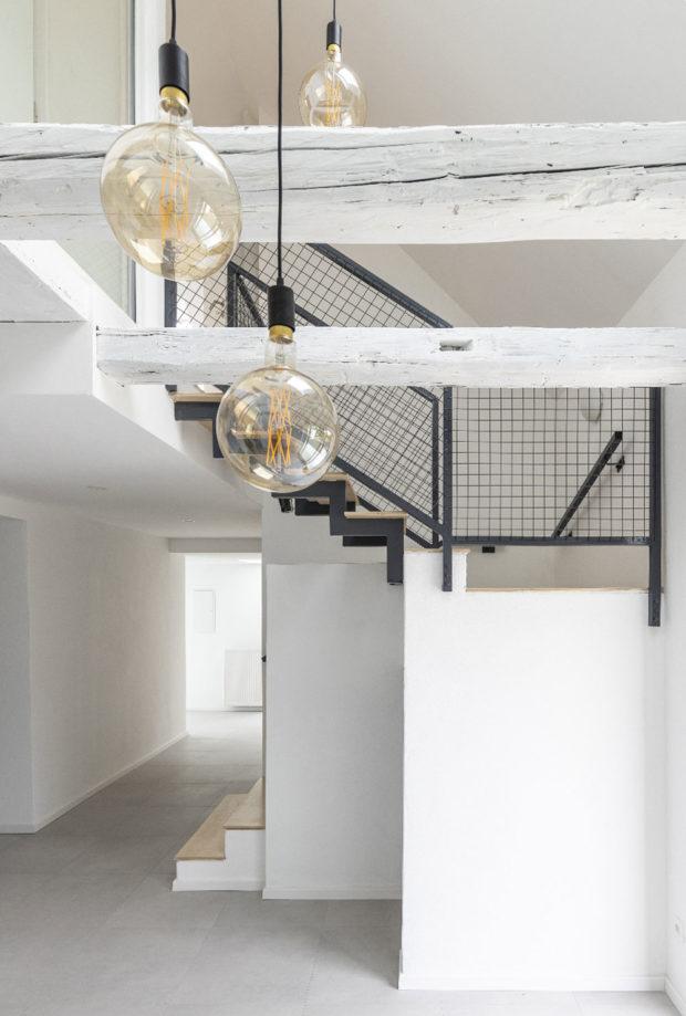Otevřená schodišťová šachta zajistí dostupnost denního světla a přirozené větrání pomocí komínového efektu. Zdroj VELUX