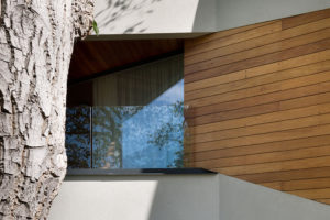 Okna i balkonové dveře jsou vyrobeny z hliníkových profilů