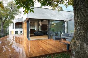 o stínění na terase stará i baldachýn