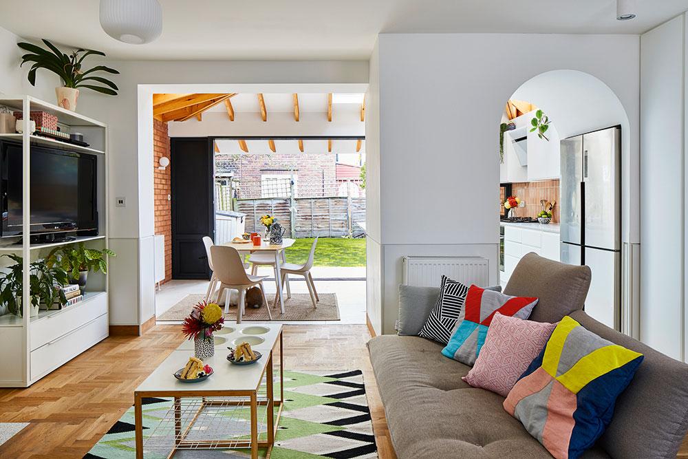 """Dvojice nevěděla, jak využít prostřední místnost domu. Nakonec se rozhodli udělat zní víceúčelový prostor pro hraní apříležitostné přespání. """"Máme rodinu vzahraničí, takže se nám tato místnost hodí, když přijdou na delší návštěvu,"""" říká Ellie. FOTO CHRIS SNOOK"""