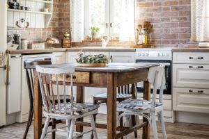 kuchyne a jídelní stul