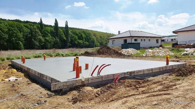 Vodorovná betonová deska