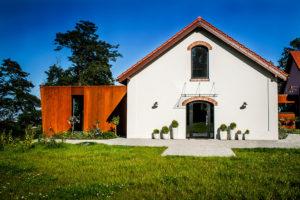 Znovuzrození farmy Chorowice exterier