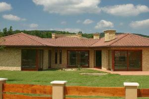 Vysoká životnost betonové střešní krytiny Terran je klíčem k úspěchu