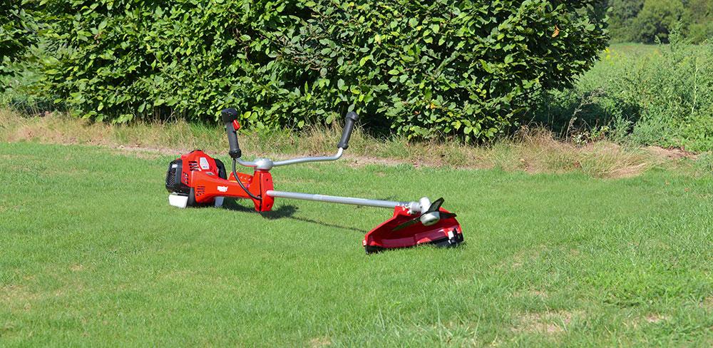 Péče o trávnik se záhradní technikou