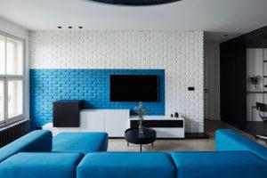 Díky modré barvě získal byt jedinečnou dynamiku