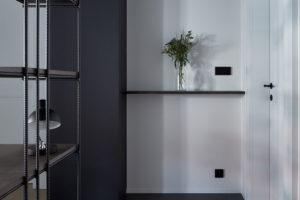 úložné prostory na boty a kabáty, ale i všechny kuchyňské spotřebiče