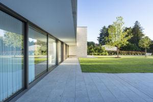 Samonosný balkón a interiérové závěsy