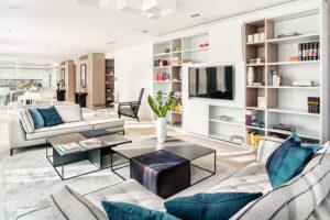 Díky spojení dvou bytů vznikl otevřený prostor tvořící harmonický celek