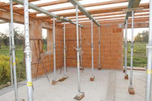 Keramický montovaný strop