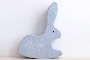 Hračka na sezení - zajíc