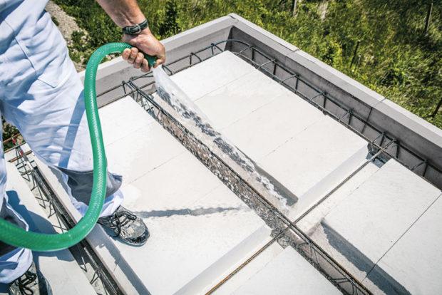 Navlhčení stropu - Pórobetonový montovaný strop
