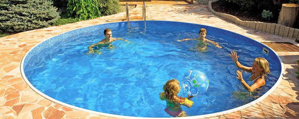 Letní radovánky – koupání ve vlastním bazénu