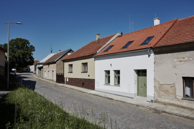 Jak dosáhli s nízkým rozpočtem tak velkorysé rekonstrukce řadového domku?