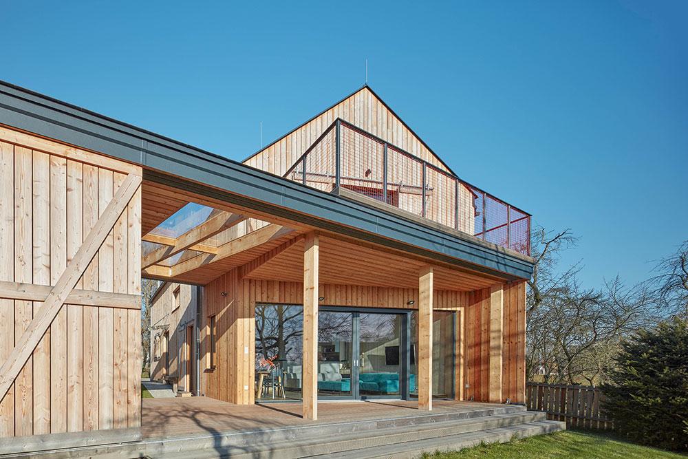 Dvoupodlažní rodinný dům, který postavili za tři měsíce