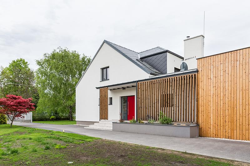 Mladá rodina získala úpravou domu rodičů moderní prostor
