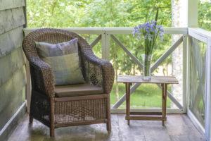Balkón zpříjemníte kousky v oblíbeném stylu.
