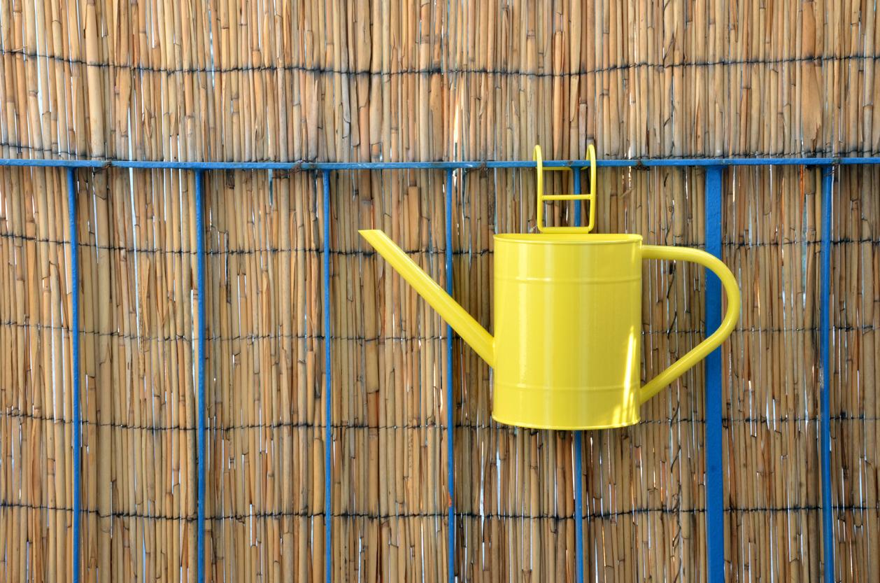 třtinové oplocení nebo bambusová clona, kterou lehce připevníte k zábradlí