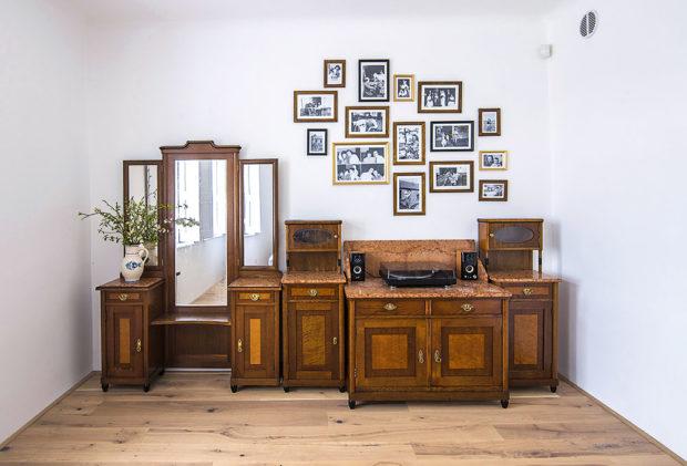 Krásný starý nábytek byl zrenovován aslouží vjedné zložnic dodne