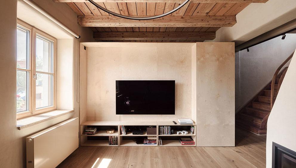 Rekonstrukce dvoupodlažního domu vyzdvihla původní architekturu