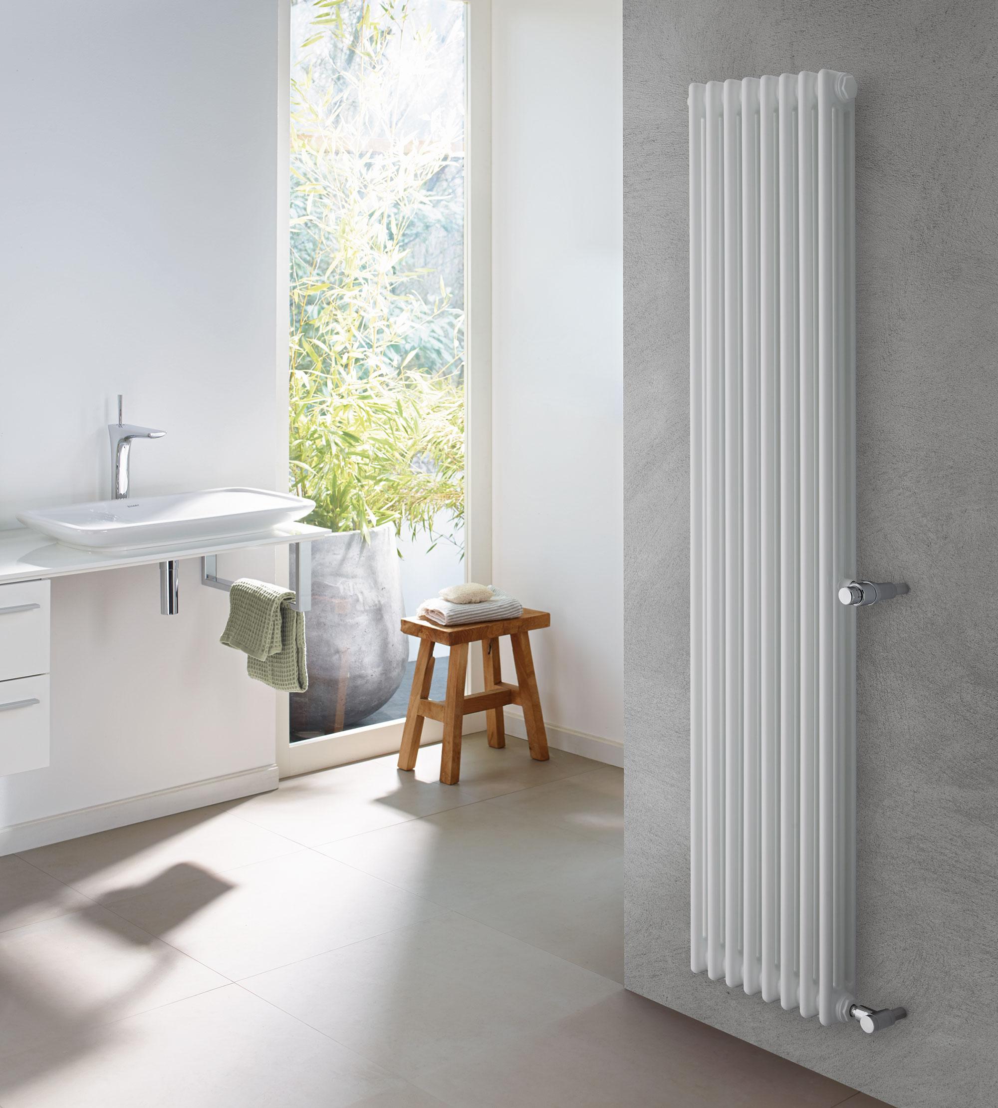 Flexibilní instalace díky dostupnosti modelů Zehnder Charleston Retrofit umožňuje náhradu starých radiátorů, bez nutnosti úprav stávajícího připojovacího potrubí. Foto Zehnder Group