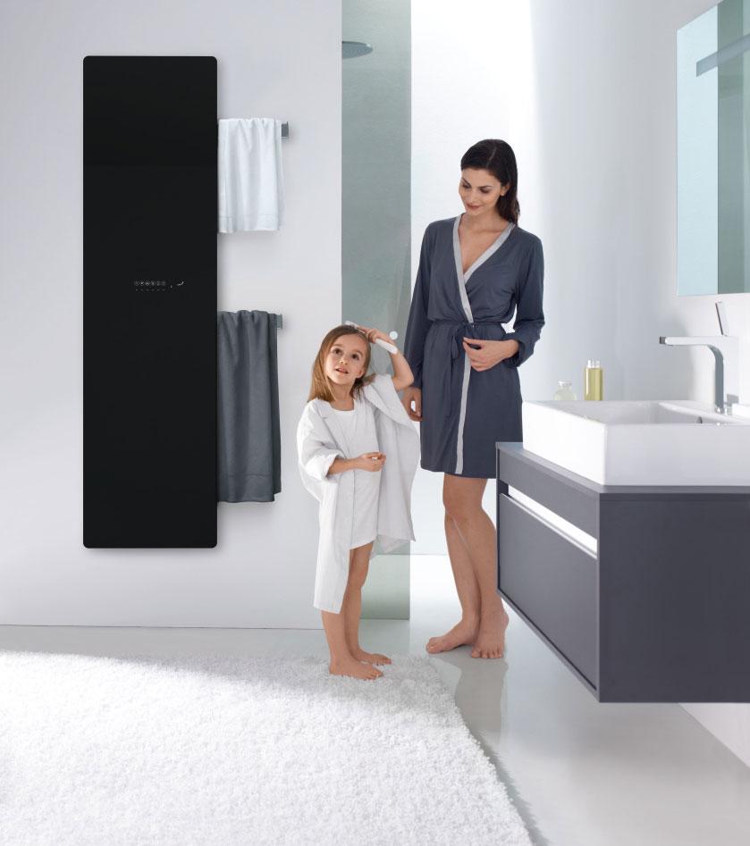 Nový koupelnový radiátor Zehnder Deseo Verso se bude líbit celé rodině. Foto Zehnder Group