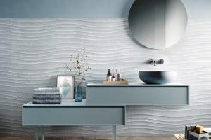 moderní koupelna sivomodrá