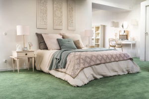 celoplošný koberec v ložnici