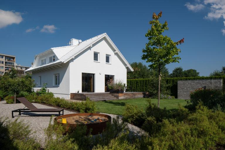 Třináctiletý dům po kutilovi rekonstrukce změnila na vysněné bydlení