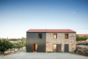 Dům se dvěma fasádami