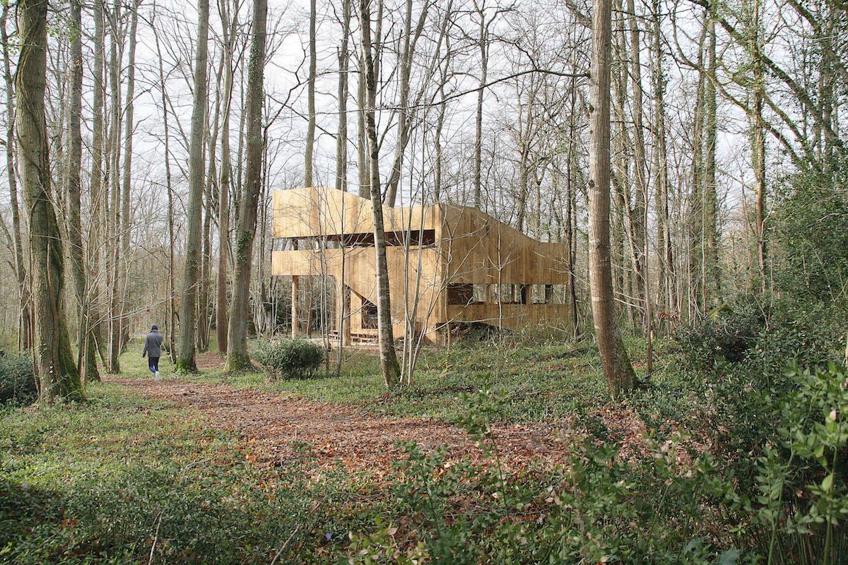 Úplně celý ze dřeva: Dům zpochybňuje mnohé vlastnosti připisované dřevu
