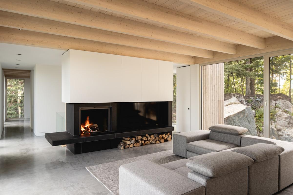obývací pokoj s kozubem