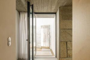 Žula a pohledový beton