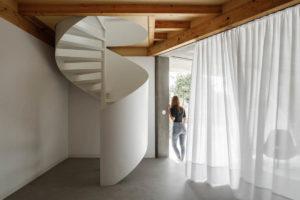 Točité schody v přízemí