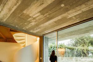 Pohledový beton v interiéru