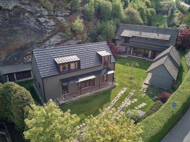Kzrekonstruované usedlosti postavili nízkoenergetický rodinný dům sedvěma podlažími
