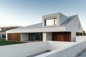 Bílá moderní stavba