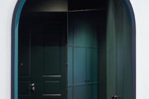 Smaragdově zelené dveře