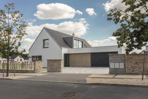 Víte, jak vypadá první zdravý cihlový rodinný dům? Představujeme vám bydlení podle principu e4 (VIDEO)