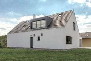 První dům e4 zahrada