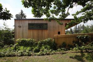 Okolí dřevostavby