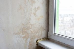 Zlá izolace okna a plíseň